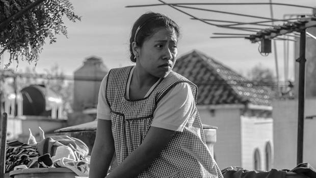 Fotograma de «Roma», donde Yalitza Aparicio interpreta a Cleo