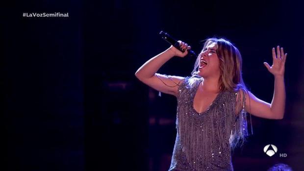 Un momento de la actuación de Viki Lafuente en la semifinal de «La Voz»