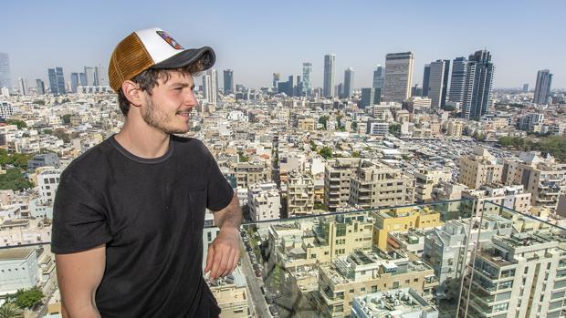 Miki ha atendido este jueves a diversos medios en el centro de Tel Aviv