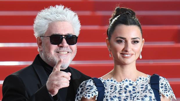 Pedro Almodóvar y Penélope Cruz, en la alfombra roja de Cannes antes de presentar «Dolor y gloria»