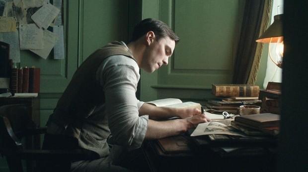 Nicholas Hoult es el escritor en «Tolkien»