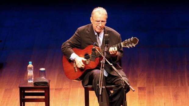 Joao Gilberto, durante uno de sus conciertos hace unos años