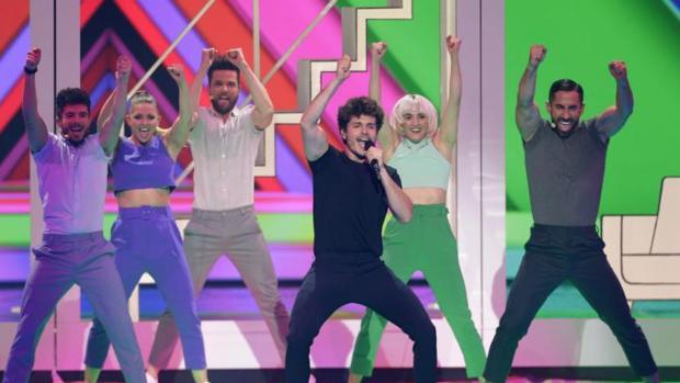 Miki Núñez interpretando «La venda» en la final de Eurovisión 2019