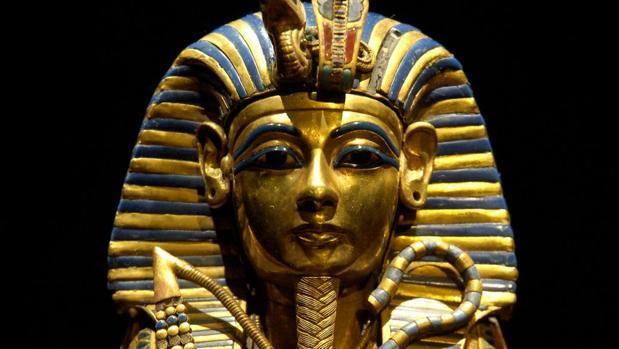 Estatua de Tutankamón