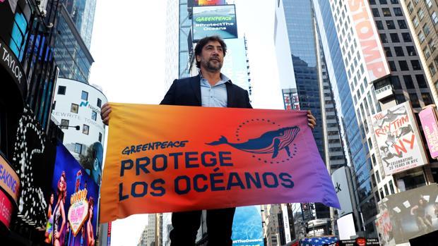 Javier Bardem, en Times Square el pasado martes, dentro de la gira con Greenpeace que le ha llevado este viernes a la sede de la ONU