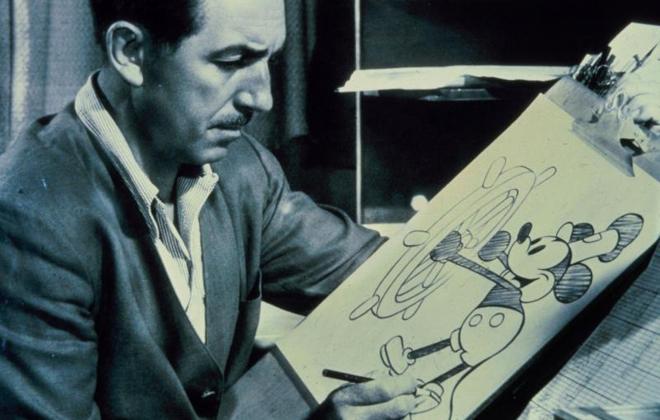 Walt Disney dibujando a Mickey Mouse