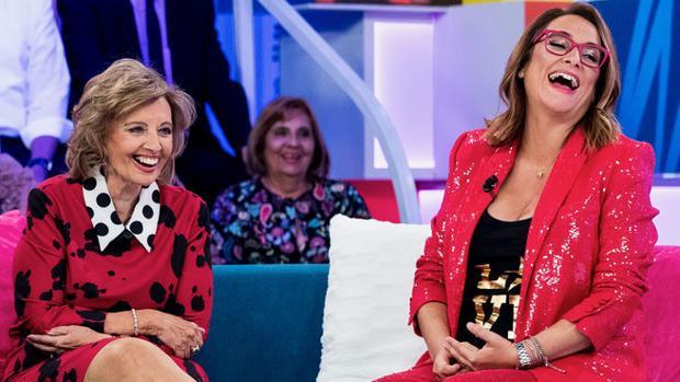 María Teresa Campos y Toñi Moreno en el plató de «Aquellos maravillosos años»