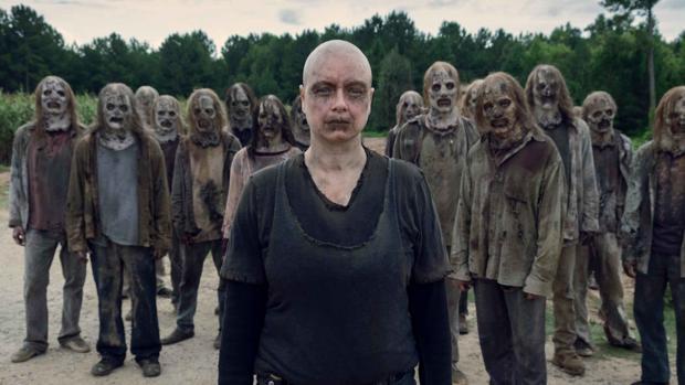 Alpha, junto a Los Susurradores, en «The Walking Dead»