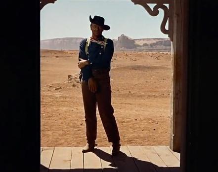 John Wayne en un plano mítico de «Centauros del desierto»