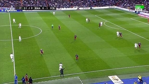 Minuto 31 del clásico: el Madrid, sin centro del campo