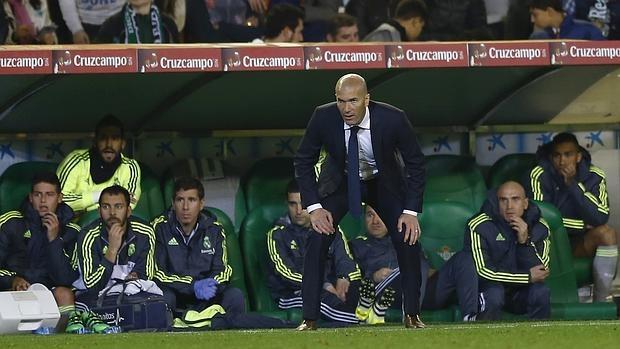 Zidane, durante el partido ante el Betis