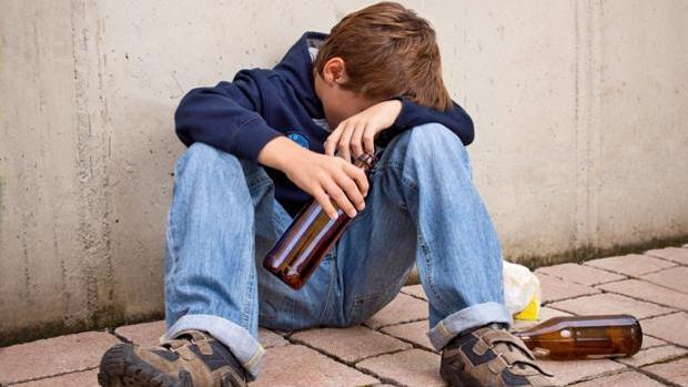 Está YouTube alentando a los menores a beber alcohol?