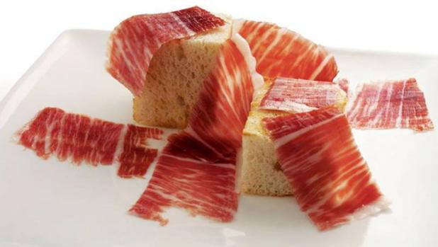 El jamón de bellota 100% natural ayuda a prevenir los síntomas de la colitis ulcerosa, según un estudio