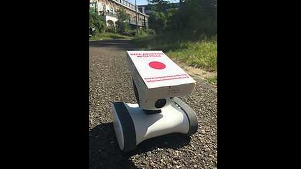 Imagen del robot que entregará las píldoras abortivas