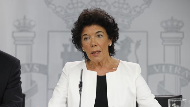 La ministra de Educación y portavoz del Gobierno, Isabel Celaá, este viernes