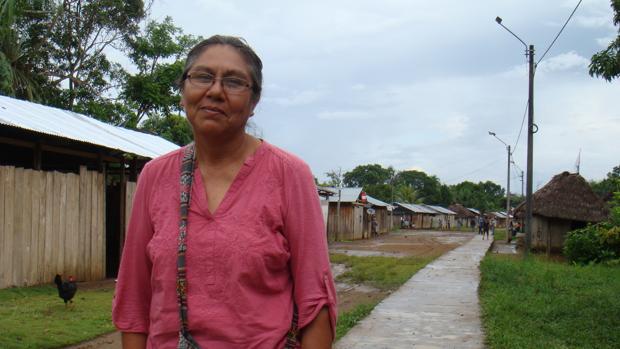 Hermana Lucero Guillén en una visita a Barranca, uno de los pueblos afectados por el derrame de crudo en la Amazonia Peruana