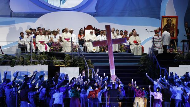 El papa Francisco preside el tradicional Vía Crucis dentro de los actos de la Jornada Mundial de la Juventud (JMJ)