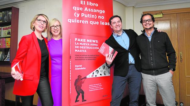 De izquierda a derecha, Beatriz Becerra, Mira Milosevich-Juaristi, el autor del libro y periodista de ABC, David Alandete, junto a José Ignacio Torreblanca