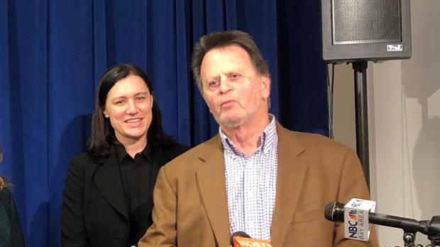 Edwin Hardeman atiende a los medios tras la condena a Bayer