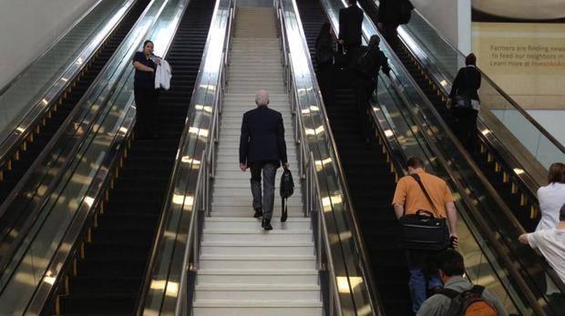 Es importante hacer un buen uso de las escaleras mecánicas