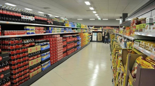 Bebidas azucaradas en un supermercado