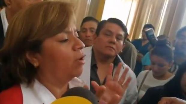 La ministra peruana de Salud, Zulema Tomás, explica en la televisión la situación