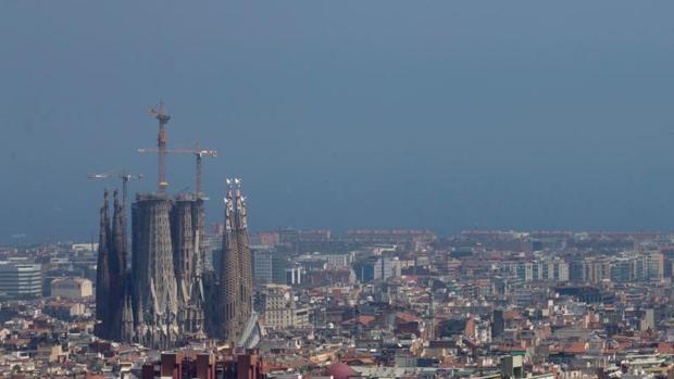 Vista de la ciudad de Barcelona después de que la Generalitat haya declarado este lunes episodio por alta contaminación por partículas PM10