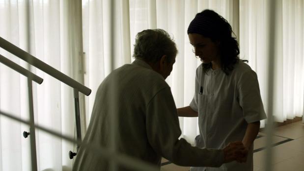 Paciente con alzhéimer en un centro de día