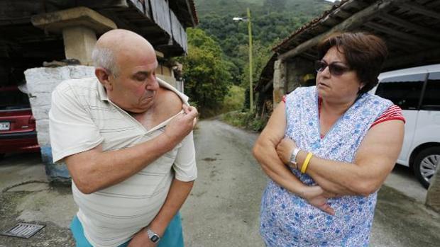 José Antonio Suárez e Isolina Suárez, ayer, en su casa de Fano (Asturias)