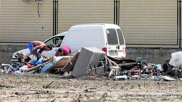 Actos de pillaje entre los restos que dejaron las riadas en Orihuela
