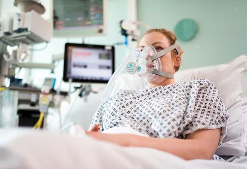 Una paciente ingresada por coronavirus