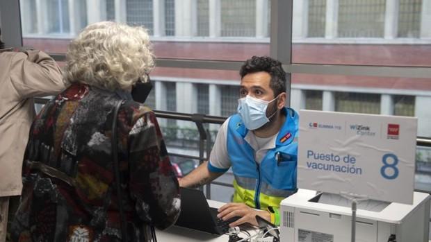 La vacunación continúa en el Wizink Center de Madrid
