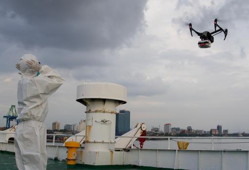 Dron que utilizan para hacer llegar medicamentos a las personas que se encuentran aisladas