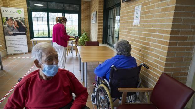 Disminuyen a 74 las muertes por Covid en residencias de mayores en la última...