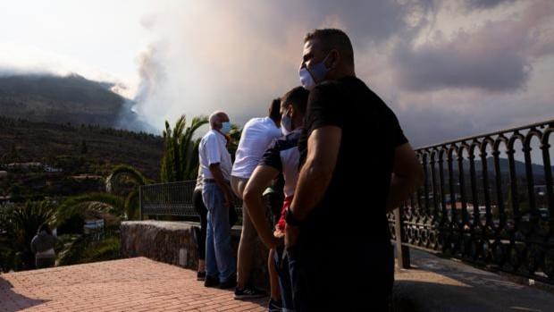 Cenizas, dióxido de azufre y otros gases tóxicos que libera el volcán de La Palma
