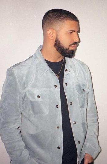 Corte de pelo rapado con barba
