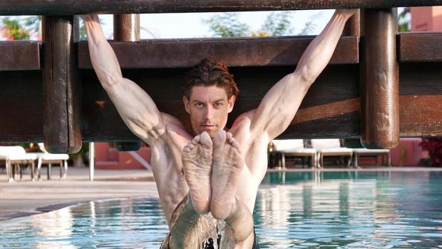 El actor Adrián Lastra, uno de los aficionados al body weight