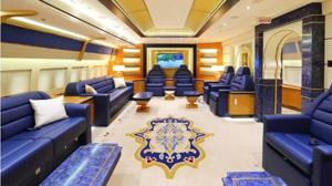 Una de las varias salas de reunión del jet privado
