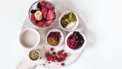 Rojo y negro, una de las recetas del libro 'Smoothie bowls' de Fern Green