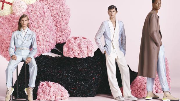 Una de las imágenes de la campaña de Dior Homme primavera-verano 2019 en la que aparece el príncipe Nikolai de Dinamarca (imagen central)