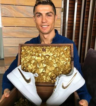 diversión Encantador Sureste  La excéntrica colección de zapatillas de Cristiano Ronaldo