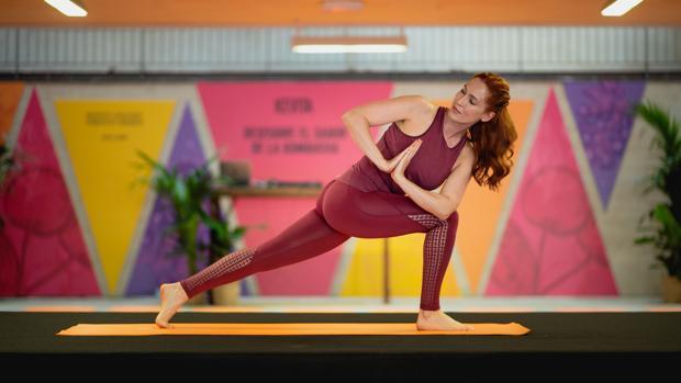 Carla Sánchez es profesora de yoga.