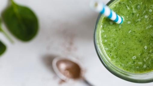 Zumos y batidos verdes, una manera rápida y digerible de tomar frutas y verduras
