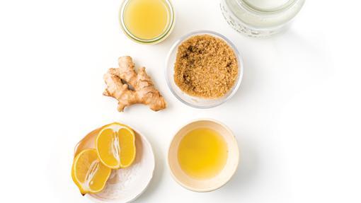 El ginger bug se elabora con jengibre, azúcar y agua