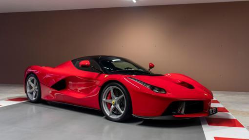 Modelo Ferrari LaFerrari en Rosso Corsa