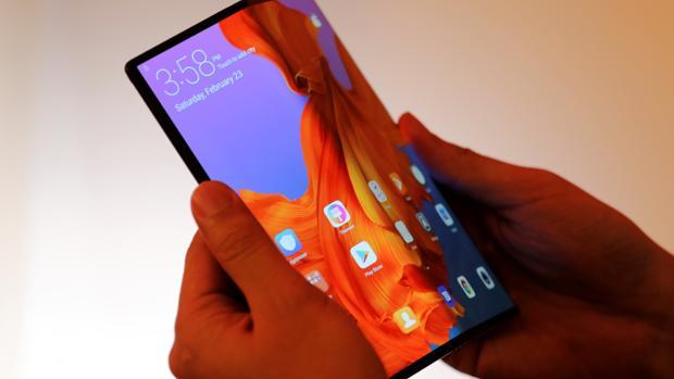 d2943ae7857 Huawei Mate X: el gigante chino se suma a la moda del móvil plegable