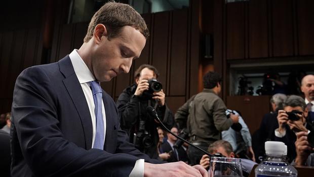 Mark Zuckerberg, fundador de Facebook, durante una comparencia en el Senado de EE.UU.