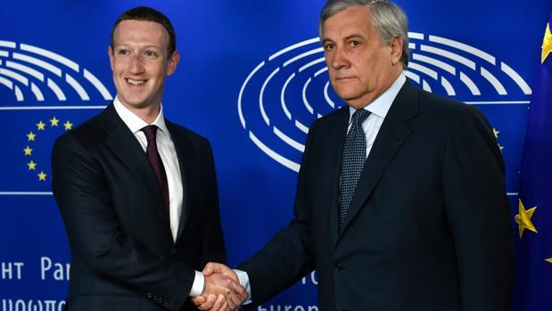 Imagen de archivo de Mark Zuckerberg con Antonio Tajani, Presidente del Parlamento Europeo