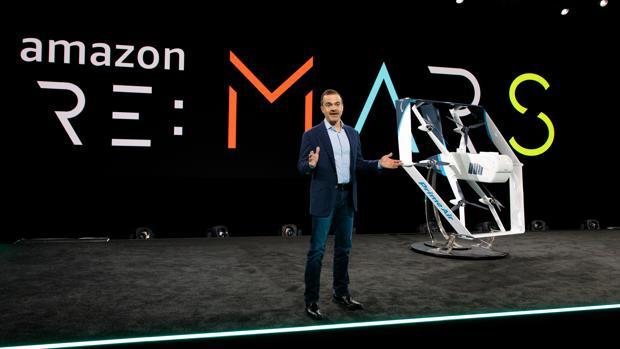 Jeff Wilke durante la presentación de los nuevos drones