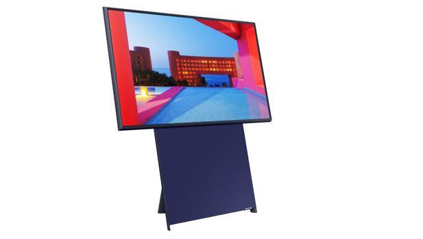 Samsung lanza un extraño televisor que se pone en vertical para ver vídeos del móvil